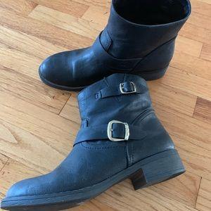 Report Black Boot